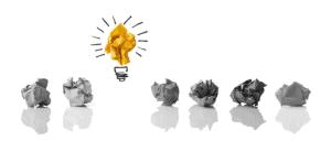 6 boules de papier grises et une boule jaune avec des dessins pour former une ampoule